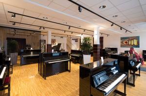 LED Strahler im Klavierhaus
